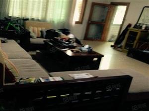 公安局宿舍3房135平米130万精装拎包入住。