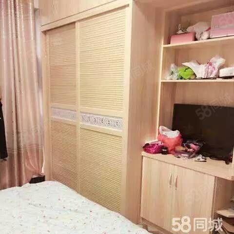 万达附近,中融中央公馆,拎包入住2000/月