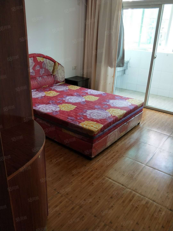 万达沃尔玛附近金玉良城楼梯5楼70平两房套房出租,装修如图