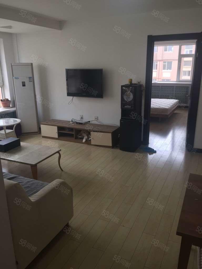 云飞南街精装修曼哈顿A区两室一厅设备齐全拎包入住