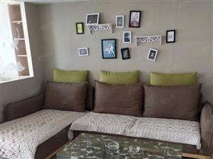 英雄台摩登时代精装2居家具齐全拎包入住随时看房