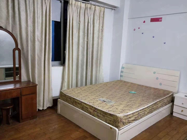东街4楼1室1厨1厕床衣柜空调热水器700元月付