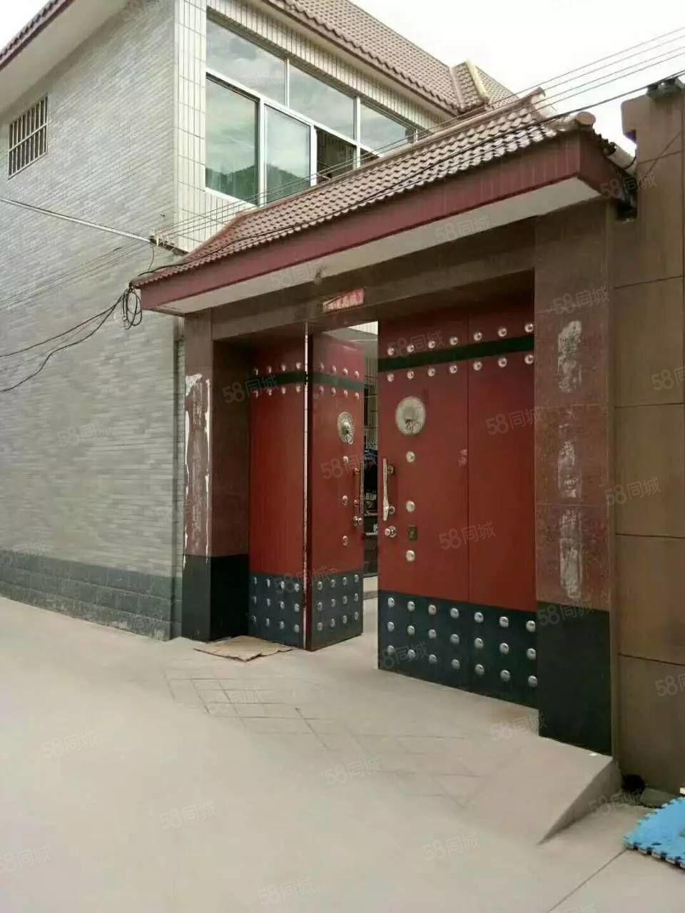 Z眼明泉别墅232平米6室2厅2卫带50平米小院证超