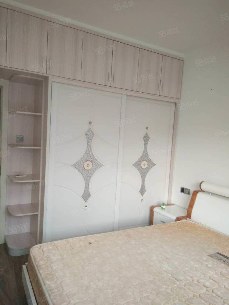 北岸小区海滨一号精装修3房出租设备齐全看房随时性价比高