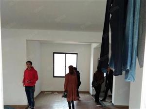 连馨交苑电梯房,137平,简单装修,三室两厅,看房请致电。