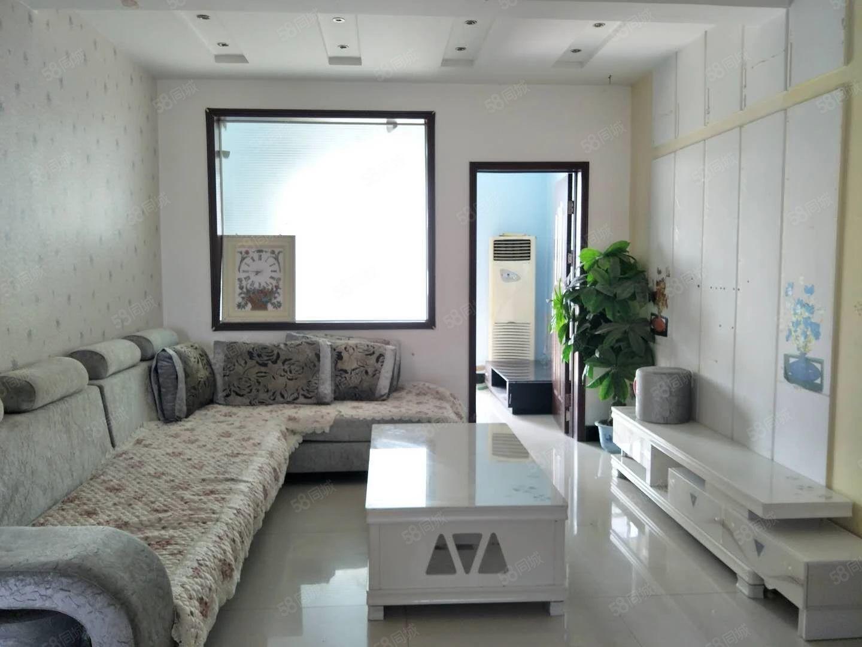 工商局新天地小高层,精装三室130平,三面采光,观景无限好。