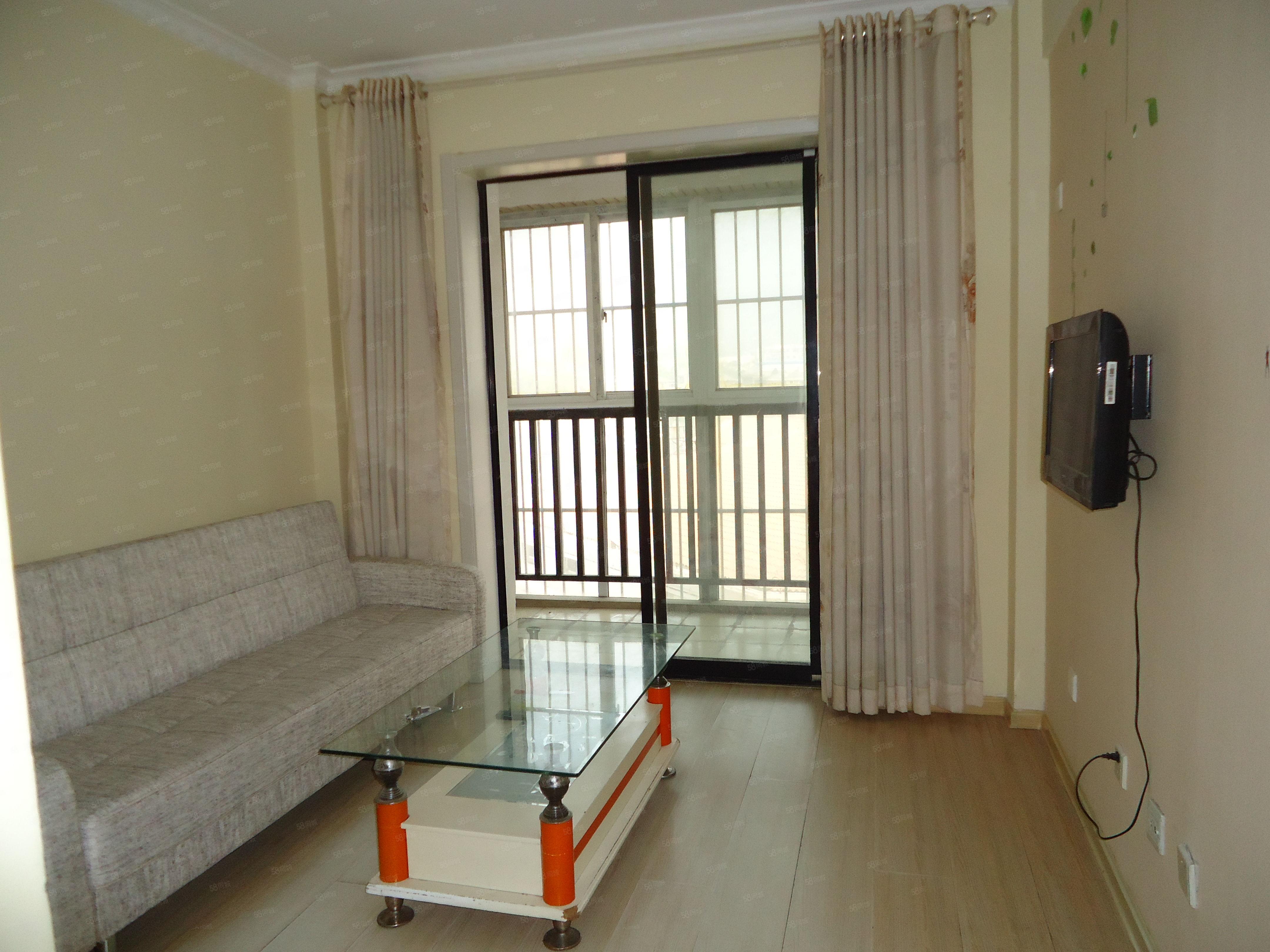 宝龙广场,精装一室一厅,家具全,干净卫生,电梯房,宽带,有线