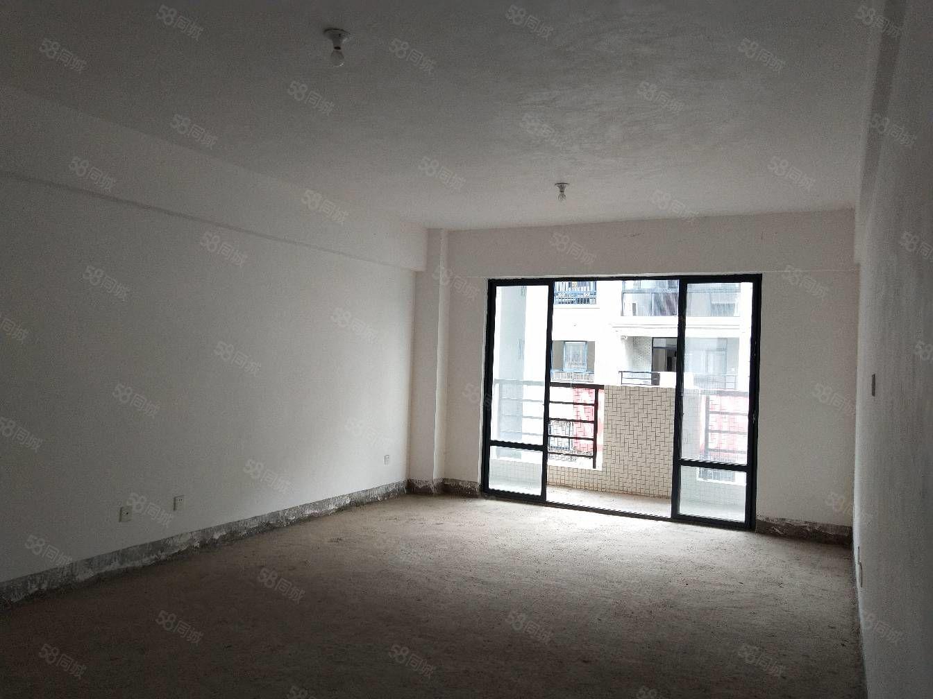 瓦子街毛坯3房出售,带车位,有杂物间,学校就在家门口