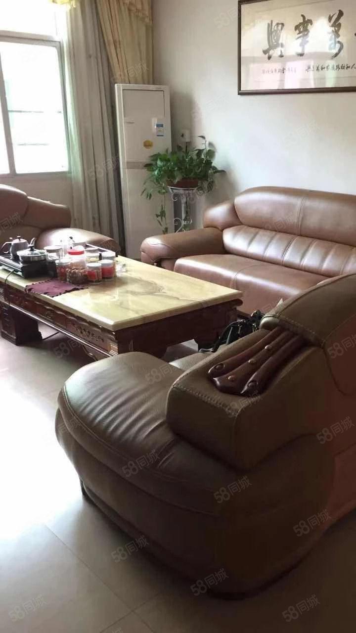 东环路套房出售,两证齐全,中等装修,送家具家电可拎包入住