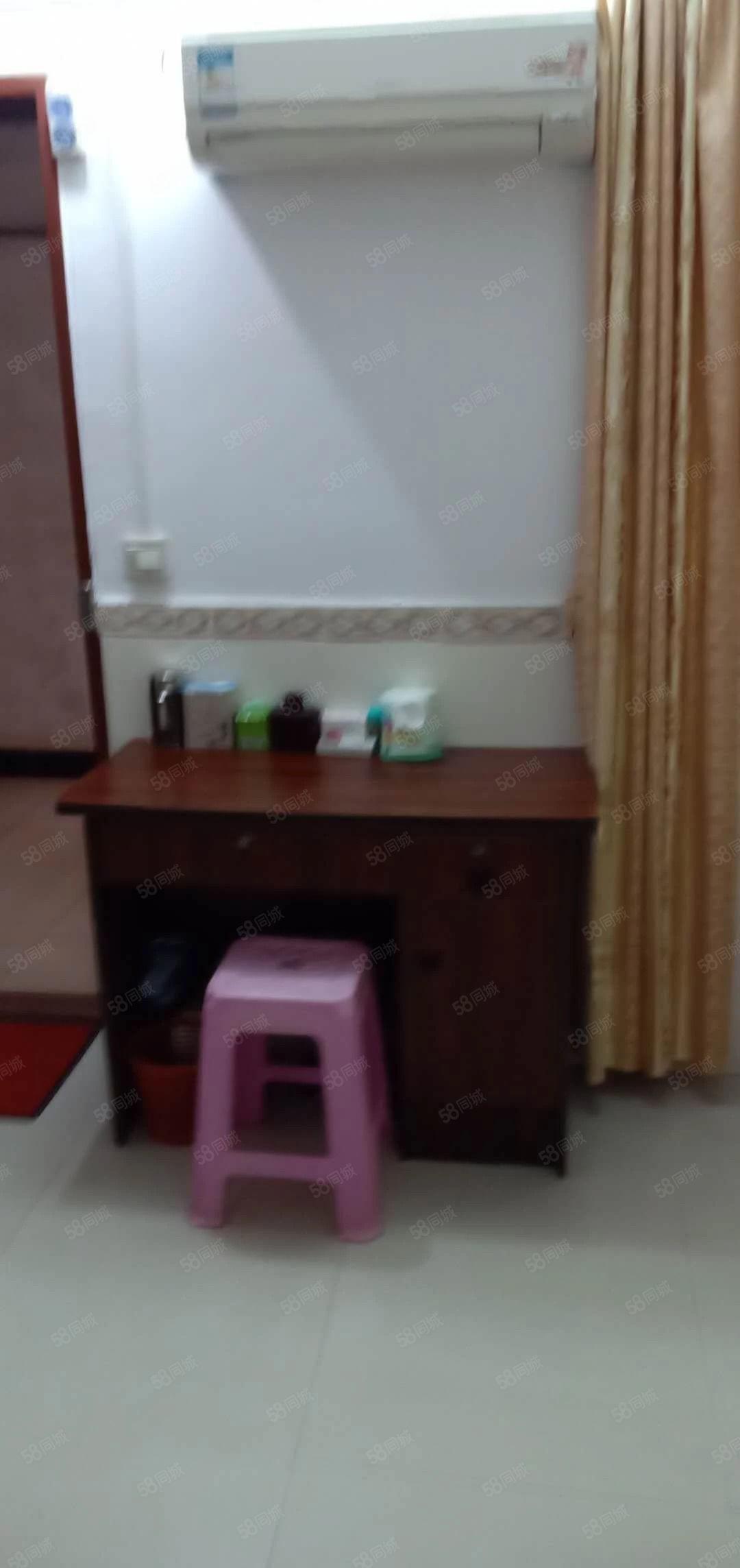 8万5元阳东金湾小区一房一卫房子很新净拎包入住