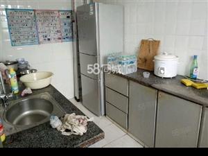 吉房位于南门路三纺小区,室内装修精致,家电齐全