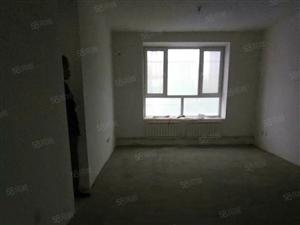 大户型133平米三室两厅两卫纯毛坯
