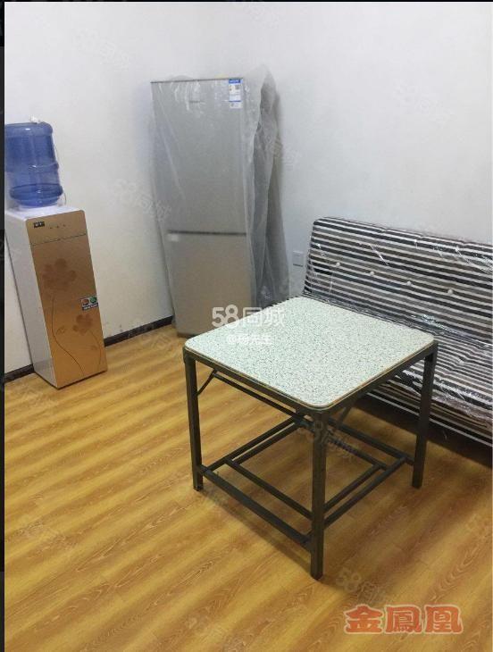 金凤凰万山人民医院小户型电梯房新装修拎包入住带空调