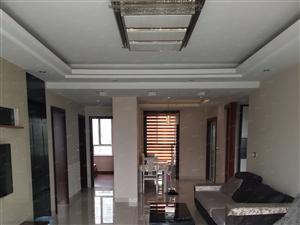 鸣翠山庄4楼3室2厅2卫130平精装潢月租1700元