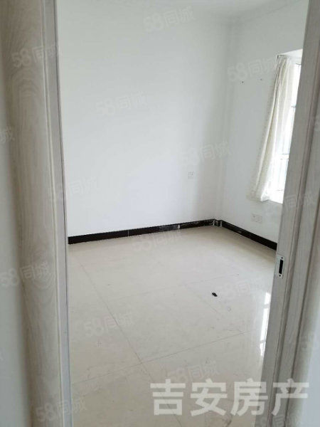 东湖商贸城精装修吉房出售,两室朝阳,户型方正