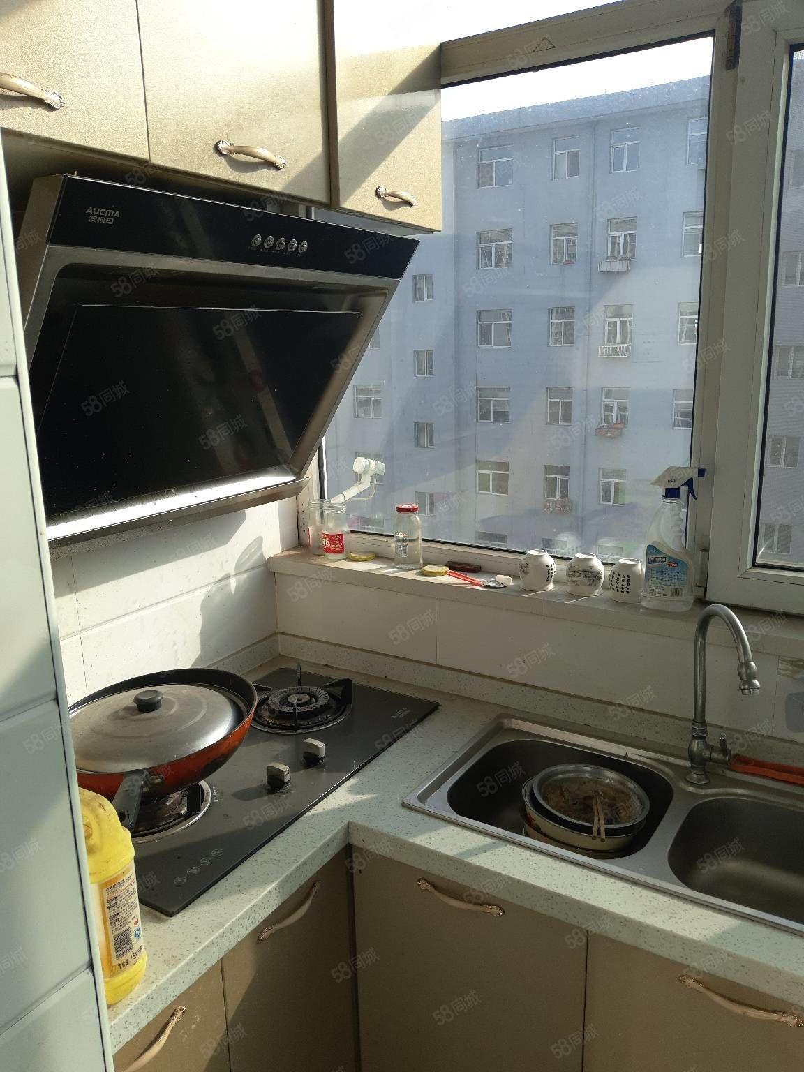 怡居苑三室高层出租有床能做饭停车方便家里干净整洁