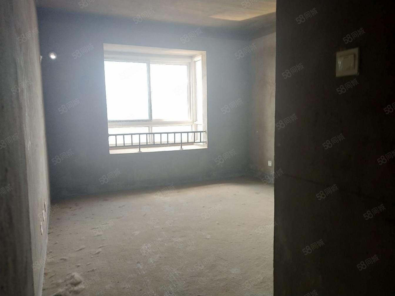 国购名都有三室毛坯房子出售南北通透证2年可按揭