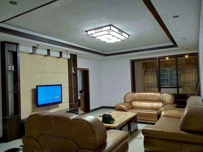 水岸新城,精装修,三房二厅二卫,2200元/月。
