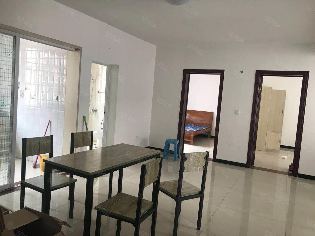 皖西南大市场新装三室二厅,第1次出租,家具齐全!!!