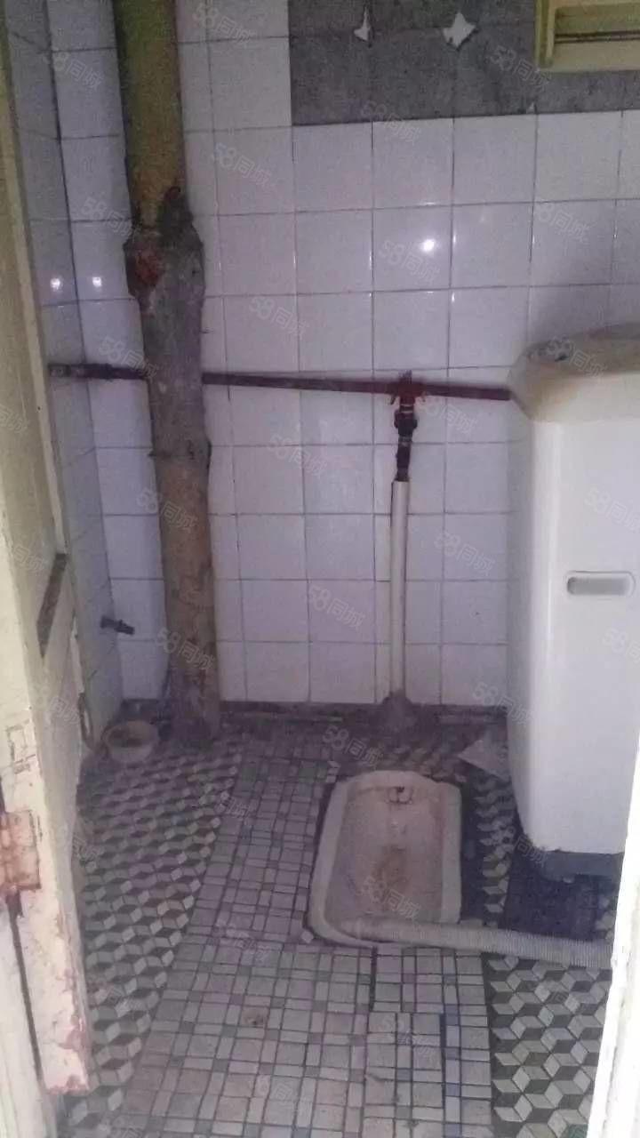 新都旁6楼独立1室1厕1厨带家具家电可月付