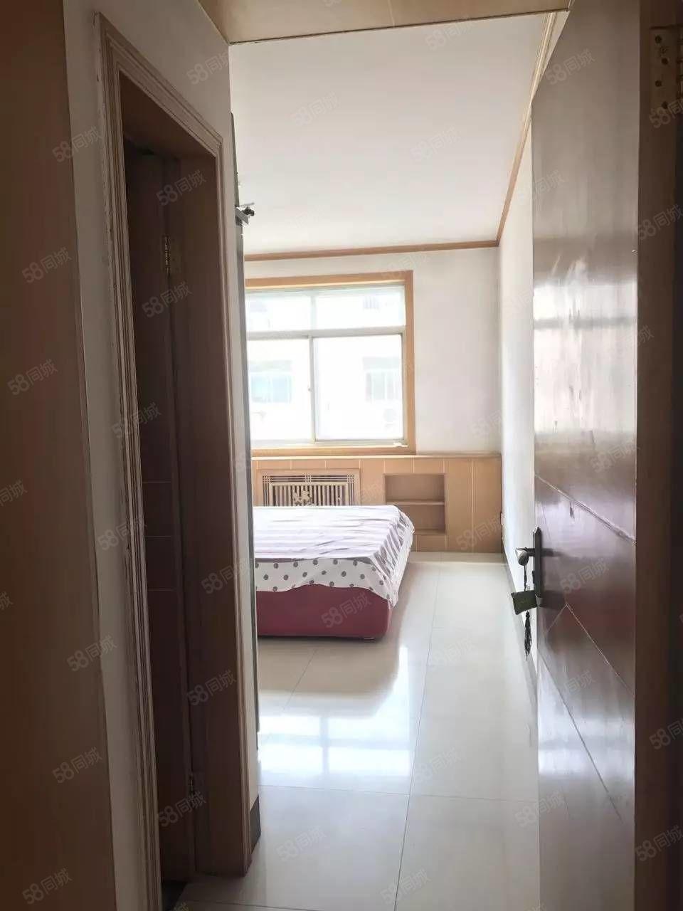 彩虹学校附近[宝泉小区]5楼小三室诚心出售