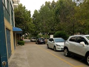 小区交通便利环境好。