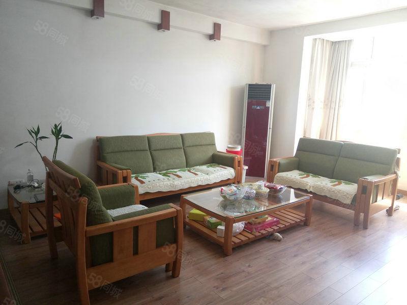 精致4房客�d超大全新家具家��邦牌提包入住采光佳