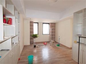 万达公寓70平2室1厅精装适合做办公室工作室