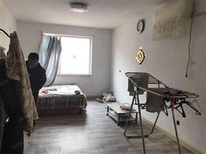 出租三室两厅两卫简单装修,有卫生间和热水器