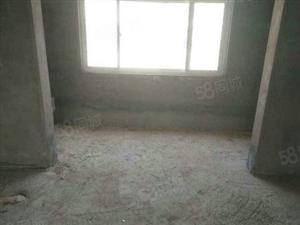 毛坯现房,楼层好,三室南北通透。