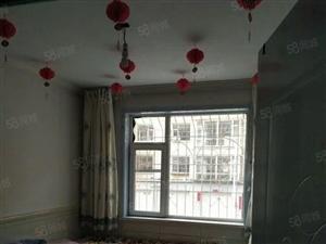 精装修,家具家电齐全,拎包入住,一年租金8500元,环境好。