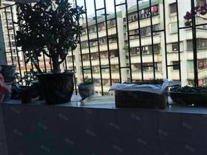 龙丰4号小区,采光好,结构好,离市场近生活方便。