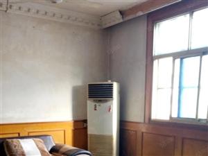 人民医院附近劳动路大众路3室90平,拎包入住,月租金900元