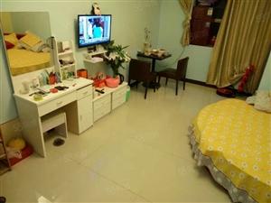 蓝湾国际精装公寓,带卫生间,房间漂亮配置齐全,