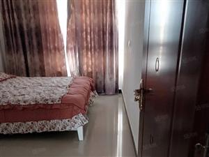 公安小区4楼住房出售精装带18平米的车库