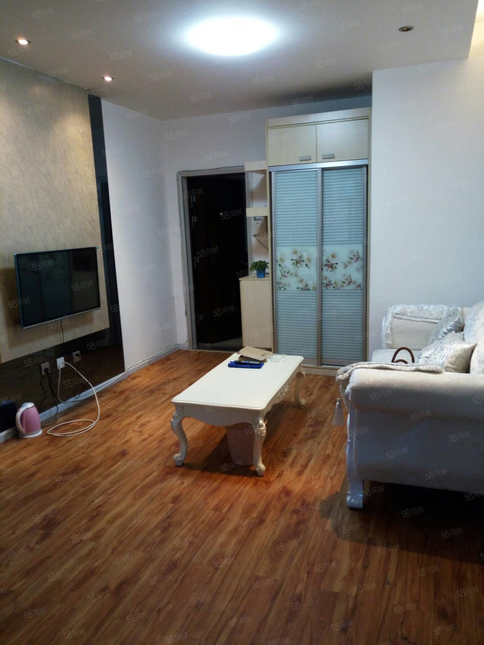 文沁世家公寓房1室1厅,精装修家具家电齐全,可季租,押一付一