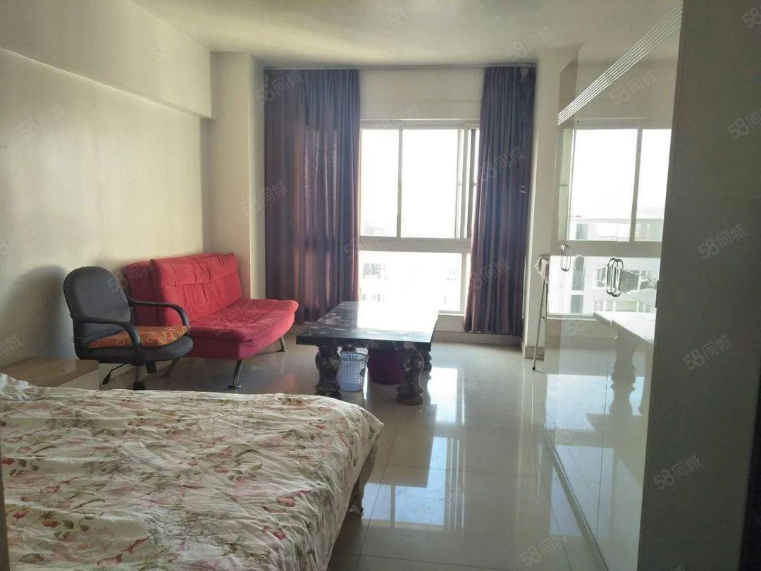 体育馆旁时代广场18楼公寓900元/月带家具看房随时方便