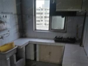 紧邻第一人民医院,5楼2室1厅1000元,家具家电,供暖。