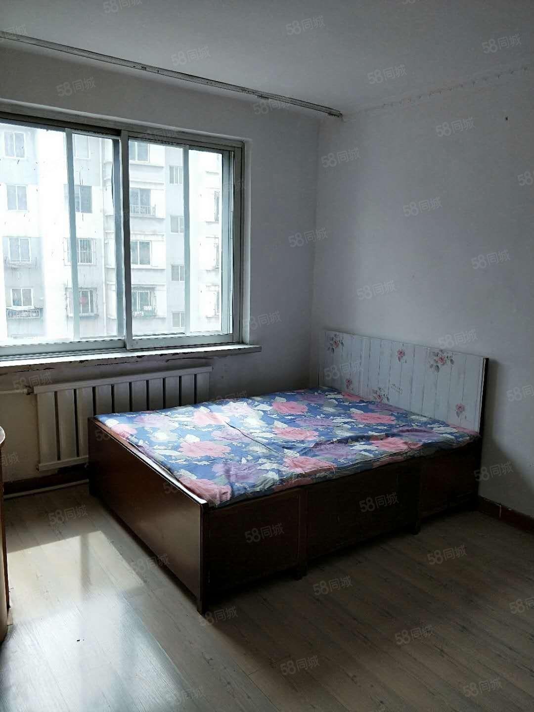 出售武山小区单室一厅5楼塔东二十六半径有房票