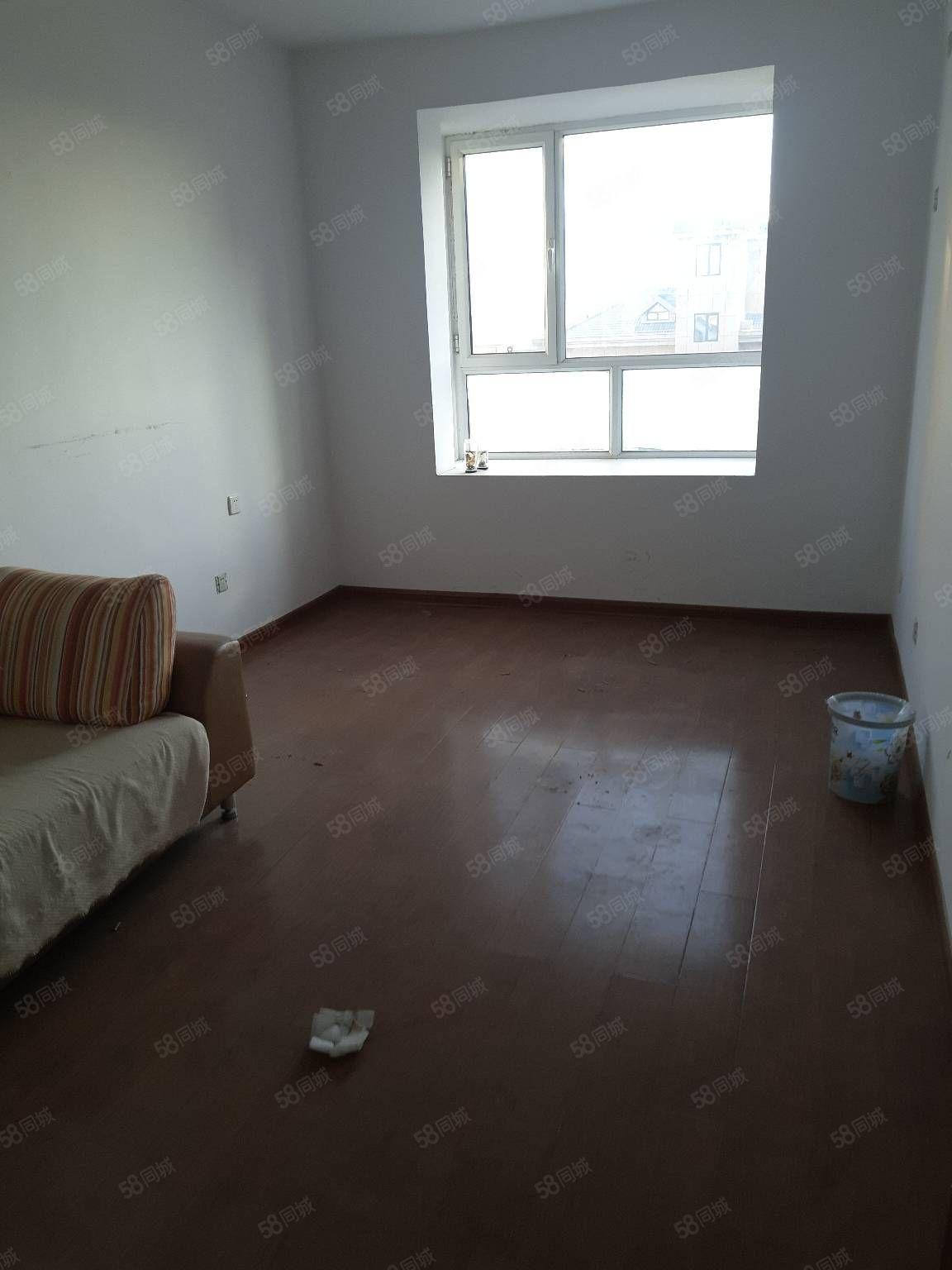 蒙特卡罗香榭丽两室简装出租简单家具能做饭能洗澡停车方便