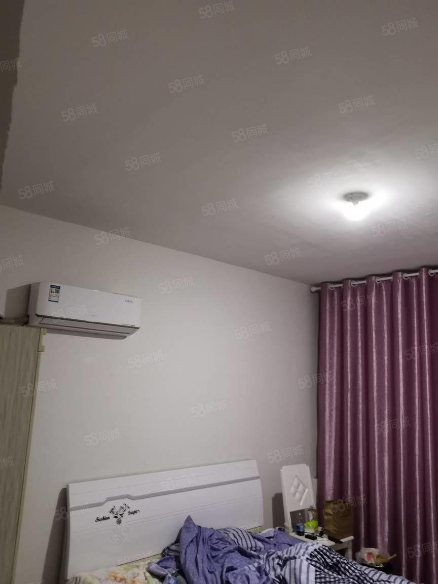 左岸小镇洋房四室出租,3台空调