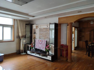 文康苑2楼3室2厅2卫中档2万/年