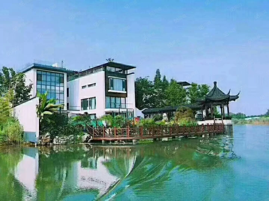 太湖庄园,湖景双拼别墅,游艇入户,产证面积218平,实用61