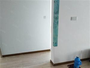 三村,四楼,新装修的,带床及家具空调出租。