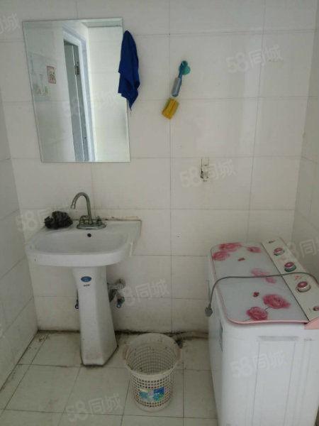 金鼎阁楼,两室一厅,有空调,热水器,洗衣机