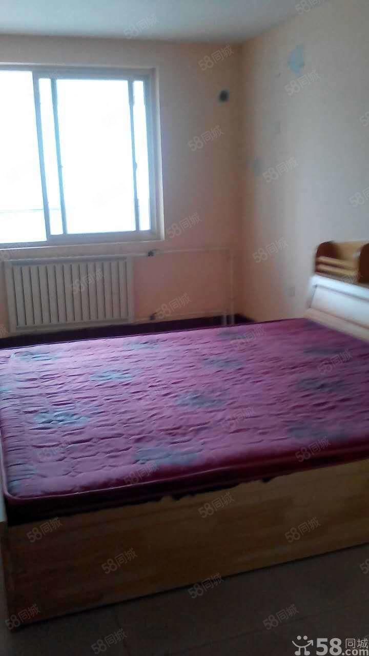 汽车南站附近3楼一室一卫适合单身情侣居住随时看房