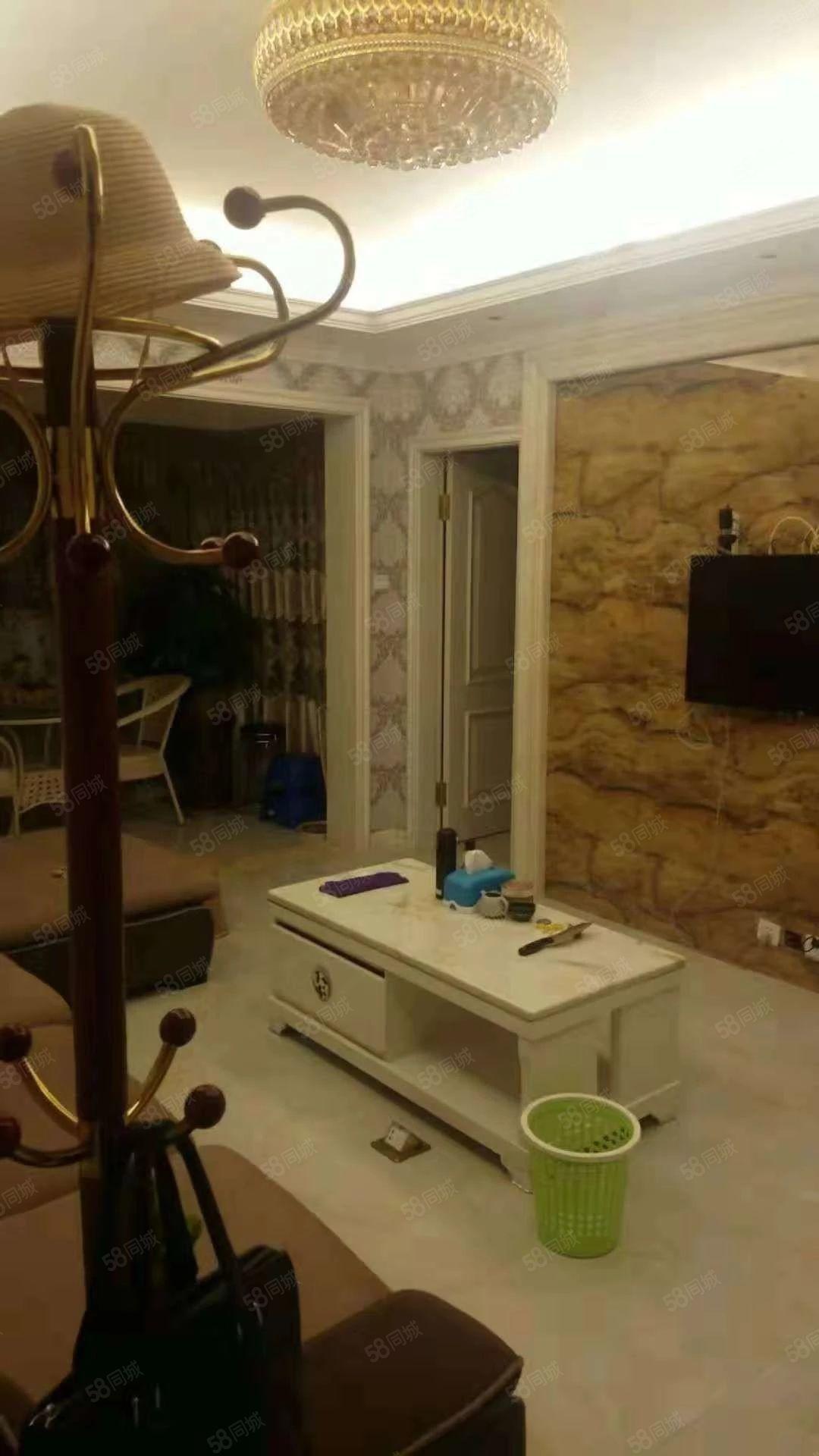 郦景阳光二期三房二厅一卫一阳台精装修设备齐全拎包入住。
