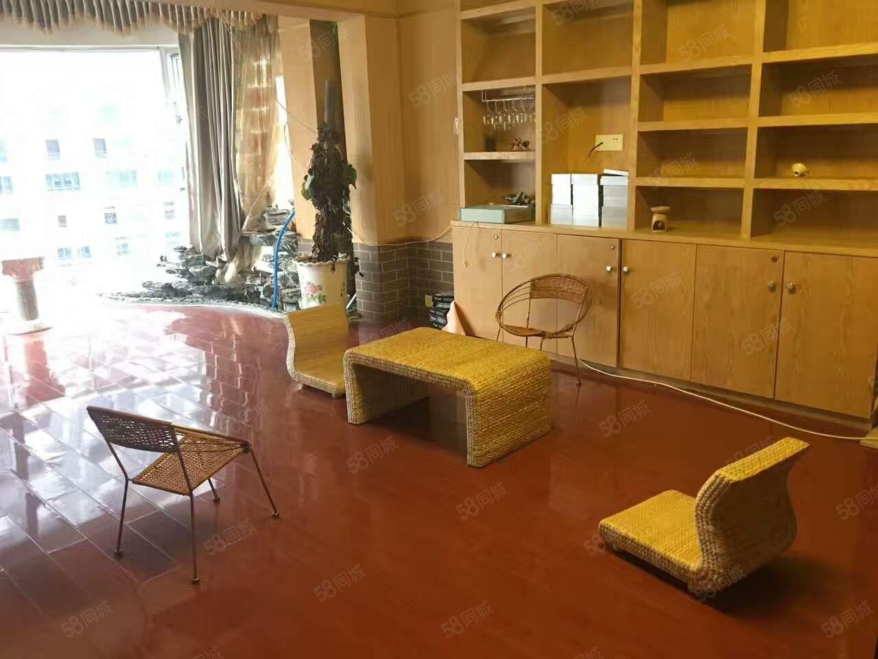 金城广场君华府136三房,适合美容、美体工作室,环境优