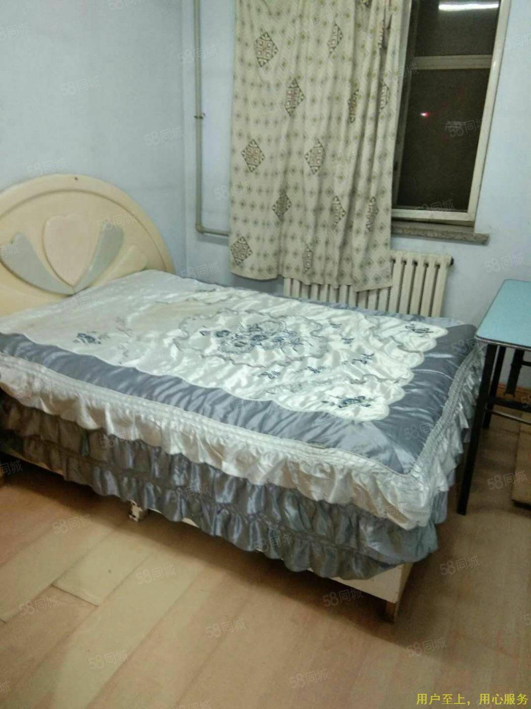 莲花小区708元2室1厅1卫普通装修,干净整洁,随时入
