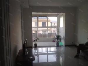 香格里拉康城5楼简单装修家具家电齐全